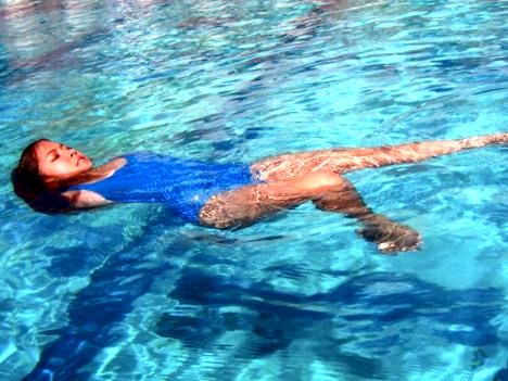 Swimming without arms